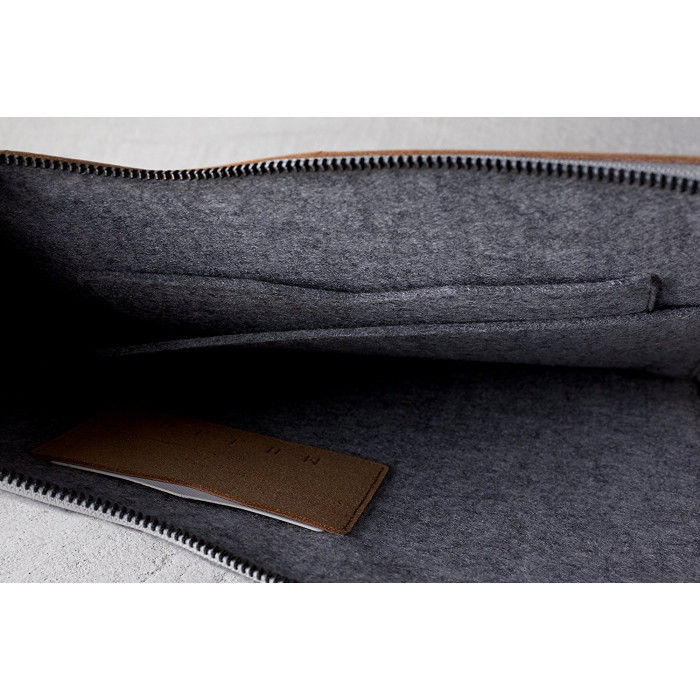 "Folio Sleeve for 13"" Macbook Pro and Air من Mujjo"
