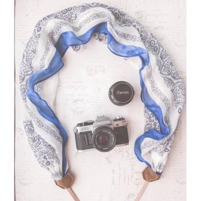 وشاح حامل للكاميرا باللون الأبيض والأزرق